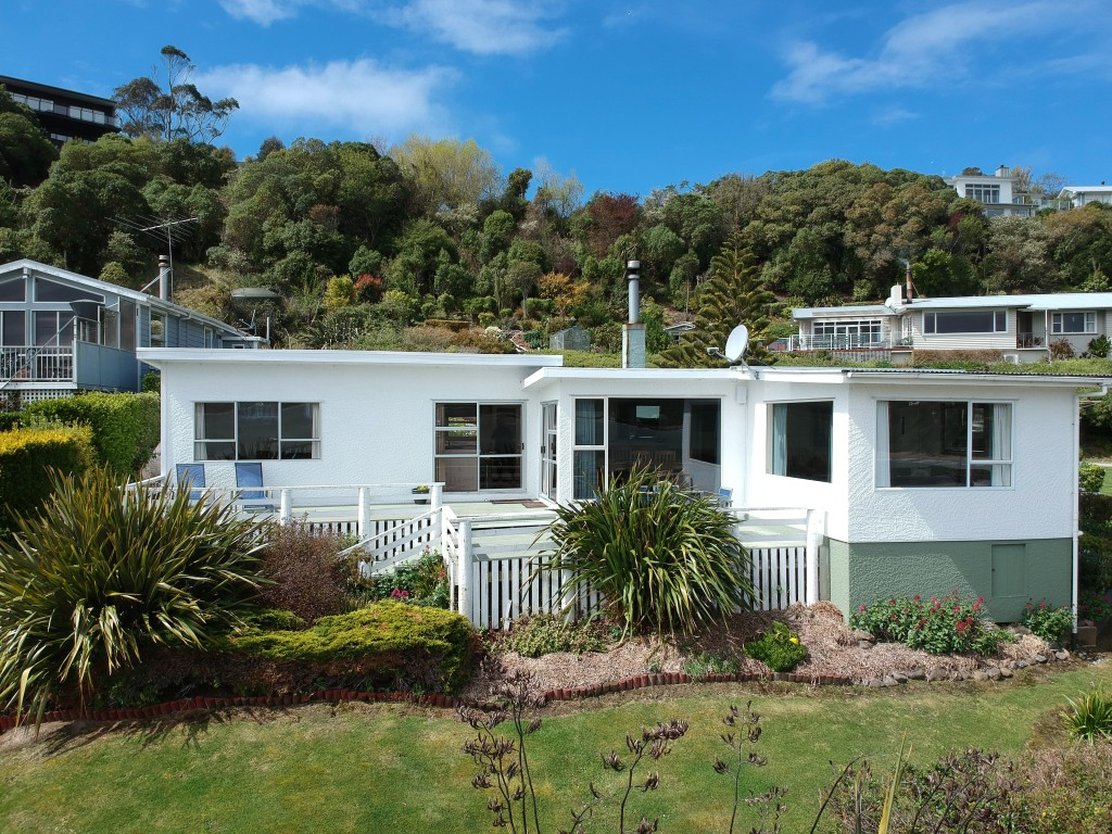 This image has an empty alt attribute; its file name is haven-accommodationmoeraki-1.jpg